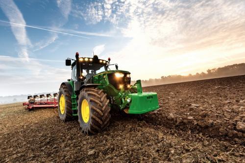 Traktor 6215R-2